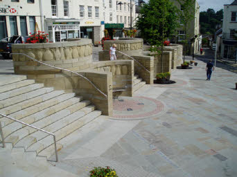 The scheme created a new public square through the imaginative use of retaining walls and steps to open up the space.